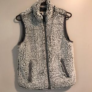 Mi Ami Gray Faux Sherpa Zipper Vest. Size Small.